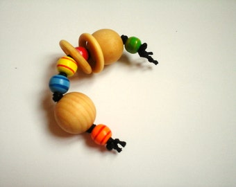 Rattle Montessori tart, with 2 small wooden rings.