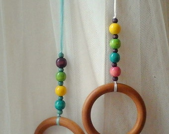 Ring Montessori to suspend, turquoise or pink version...
