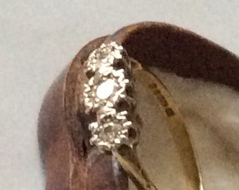 Fabulous antique diamond trilogy ring in 18ct gold.