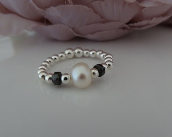pearl and hematite stretch ring