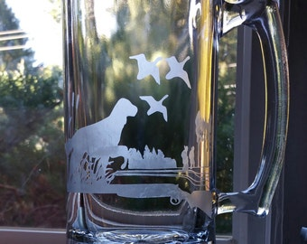 Etched Duck Hunt Beer Mug With Labrador Retriever Dog | Hunter | Rifle | Boyfriend Gift | Husband Gift | Christmas Gift