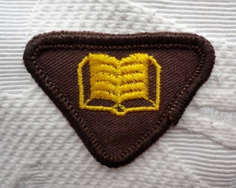 1960's Canadian Girl Guide Brownie Badge: Booklover