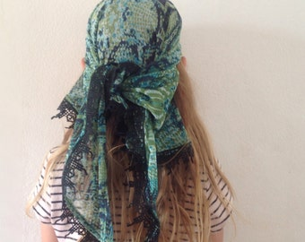 Bandanna / small triangle trimmed scarf