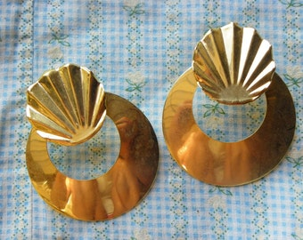 Vintage • Gold Seashell Themed Earrings | Jewelry | Made in USA
