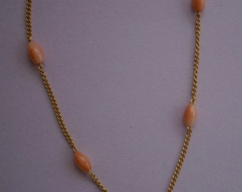 B727) A lovely vintage gold tone metal and salmon pink coral bead necklace