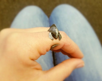 Ring - fish in antiqued Silver: adjustable