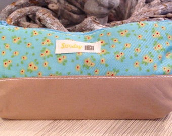 Pencil case blue with flowers (A 1012)