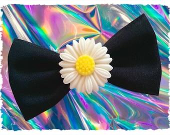 Small Daisy Hair Bow