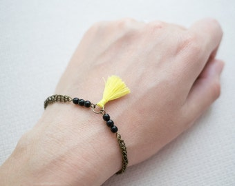 Boho jewellery // Pompon bracelet // Neon and black // Glass beads jewellery // Handmade by LeFouillisDeMarie