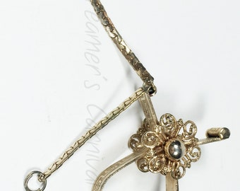Vintage Glove Clip / Gold Tone / Filigree Flower Decoration