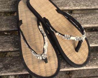 Ladies Straw Flip Flops Black and Silver