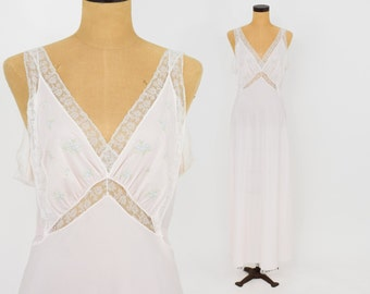 40s Pale Pink Rayon Nightgown   Dainty Embroidery Flowers   Barbizon