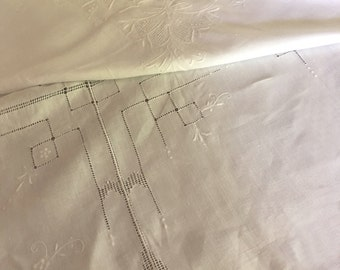 """Vintage White Cotton Embroidered Tablecloth 98""""x66"""" with 12 Matching Napkins M608-4"""