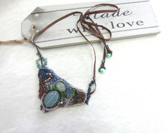 Bib embroidered necklace with gemstones