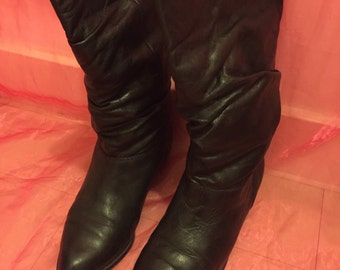 Vintage Italian 1980s leather fur lined slouch ankle womens cowboy boots size 37 .