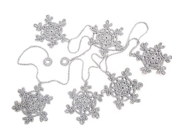 Crocheted Christmas Garland of 6 Snowflakes, Chrismas ornament, Silver Grey Christmas Snowflakes, Christmas home decors, Wedding decoration