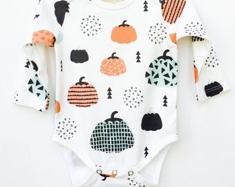 Pumpkin - Organic cotton onesie, Baby Bodysuits, Baby girls clothes, Organic baby clothes, Baby shower gift, Newborn bodysuits, Kutikati