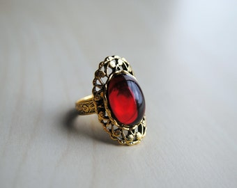 Crimson Peak Ring - The Crimson Collection - Edith Cushing - Lucille Sharpe - Thomas Sharpe - Fandom Fashion - Sharpe Ring