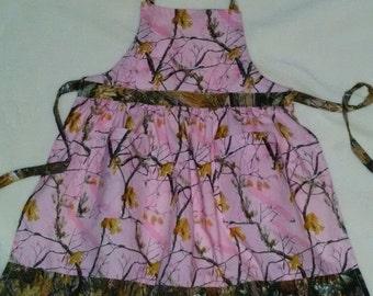 Girl's Apron Pink Real Tree Camo Apron Girl's Gathered Apron with Pockets Medium