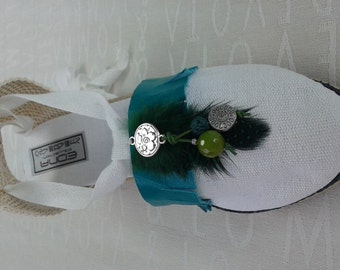 White Valencia with fringes, feathers and green agate