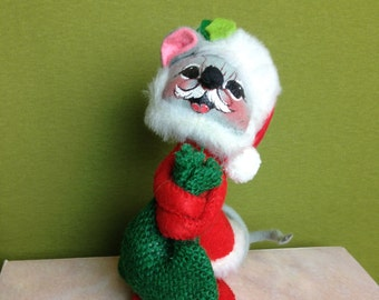 """1965-67 Annalee Christmas Santa Mobilitee 6"""" Mouse with Mustache Holding Green Bag  Vintage"""