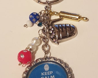 "Blue ""Keep Calm and Bake Cupcakes"" bottlecap keychain"