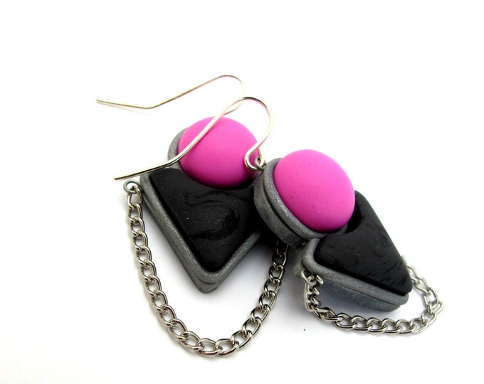 FUNDAY DROP EARRINGS // Handmade pink and charcoal statement drop earrings//  Geometric polymer clay earrings with chain detail// #DE2024