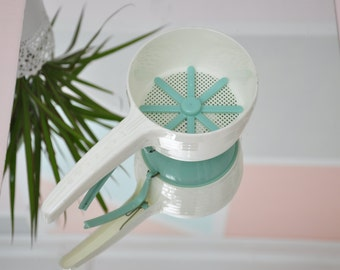 Vintage Maynard Sifter in Turquoise & White - Works!