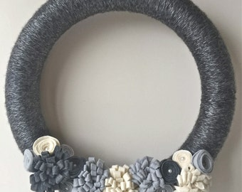Fall wreath| Winter wreath| Neutral wreath| Felt flower wreath| Yarn wreath| Felt flowers| 14 in wreath| Home decor