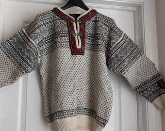 SELBU Norwegian Ski Sweater, Hiking, Sledding, White, Gray, Attractive trimming, Medium Wool Sweater, Pullover with Clasp Closures, Gift