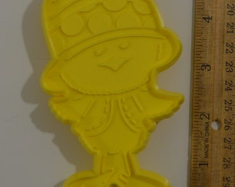 "Vintage HALLMARK CHICKERY CHICK Easter Cookie Cutter | 1978 4 7/8"" Yellow"