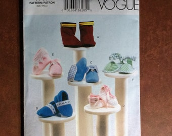 Vogue 7707 Baby Shoe Sewing Pattern, 2003 Linda Carr, 6 Bootie Styles / Sizes Newborn, Small & Medium / Boy Booties / Girl Booties / Boots