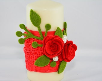 Candle decorated with cardboard and felt roses