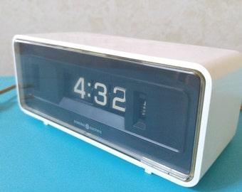 General Electric Flip Alarm Clock 492E