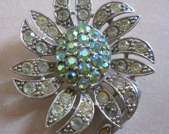Vintage Costume Jewellery Flower Brooch (Very sparkly!!)