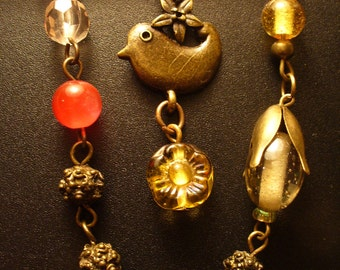 Tweety - Kilt-pin brooch, with glass and metal beads and a cheeky little bird!