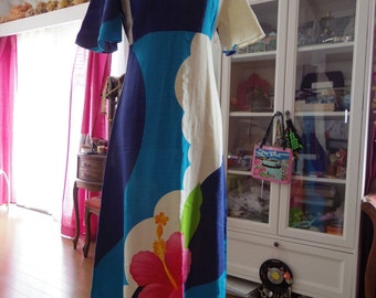 50s Dress // 1950's Hawiian Long Dress with Big Hibisucus * Size Medium