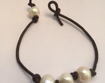 Freshwater Pearl and Leather knotted bracelet