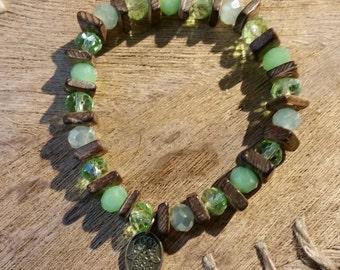 Bracelet in light green/coconut wood