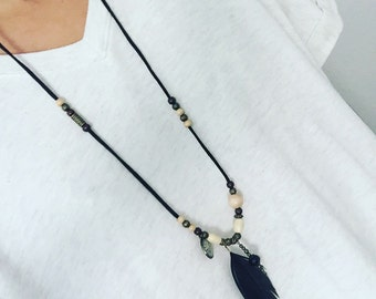 Inidaner boho hippie look necklace with feathers