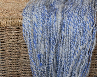 Hand spun art yarn *clouds on the blue sky* 100 yrd/67g