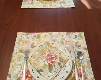 2 Waverly inspired placemats and napkins