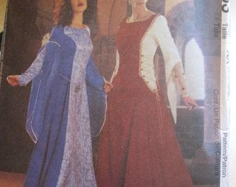 Pattern MC CALLS 3653 camelot dress