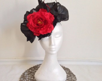 Ladies fascinator headpiece black and red