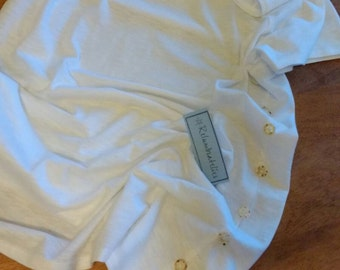 White Fairwear cotton t-shirt with vintage button trim. Size 10-12