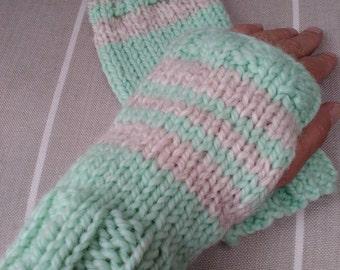 Emparis wristwarmers | Handknitted fingerless gloves | Handmade mittens | Adult mittens | Green and grey mittens | Winter | Women | Men