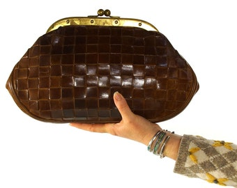 Woven Leather Clutch Bag / Vintage 1960s Italian Artisan Purse by Giannotti / Mahogany Brown Leather with Brass Frame