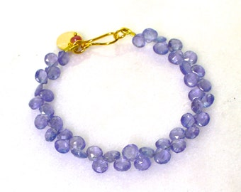 Natural Tanzanite Sparkling Cluster Bracelet in 22kg Vermeil...