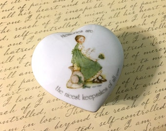 Vintage Holly Hobbie Porcelain Heart Shaped Box. Friendship Box. Gifts for Her. Country. Cute Small Box. Ring Box. Trinket Box. 1970s 70s.
