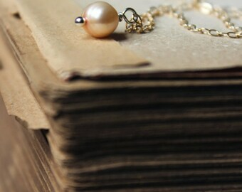 Pearl. Romantic Bohemian Bridal Peach Cream Champagne Freshwater Pearl and 14k Gold Necklace.